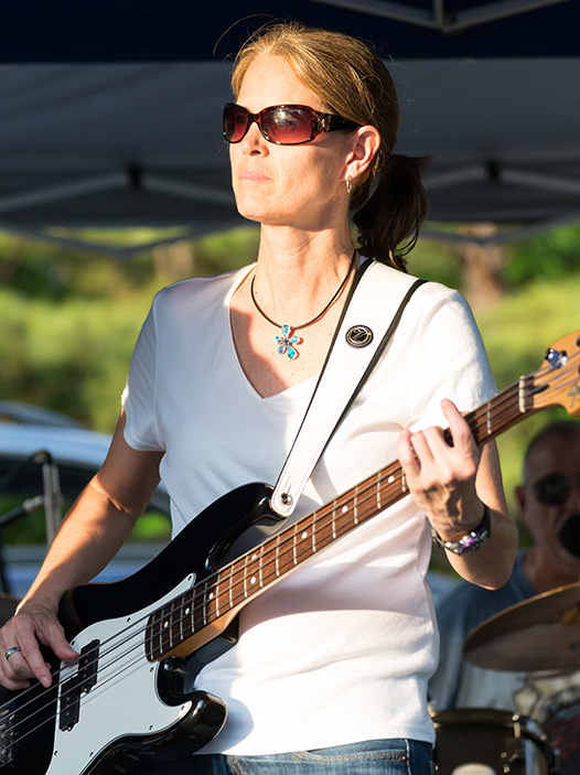 Dianne DaLee, Bass Guitar